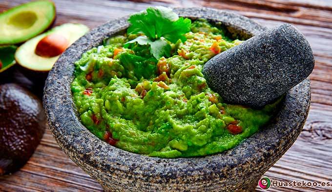 Guacamole en molcajete (mortero) mexicano - Tienda Mexicana Huastekoo.es