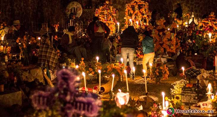 Celebración del Día de Muertos en Cementerios en México
