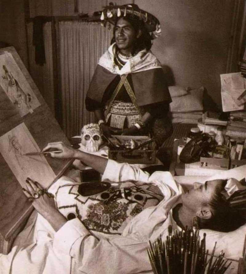 Frida Khalo pintando a un Wixárila Huichol en 1050