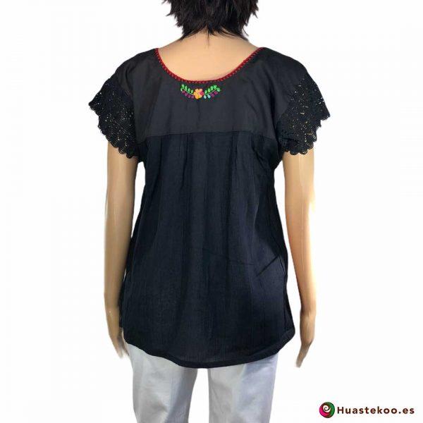 Blusa mexicana negra bordada a mano a la venta en la tienda online de regalos y ropa mexicana Huastekoo España - 2
