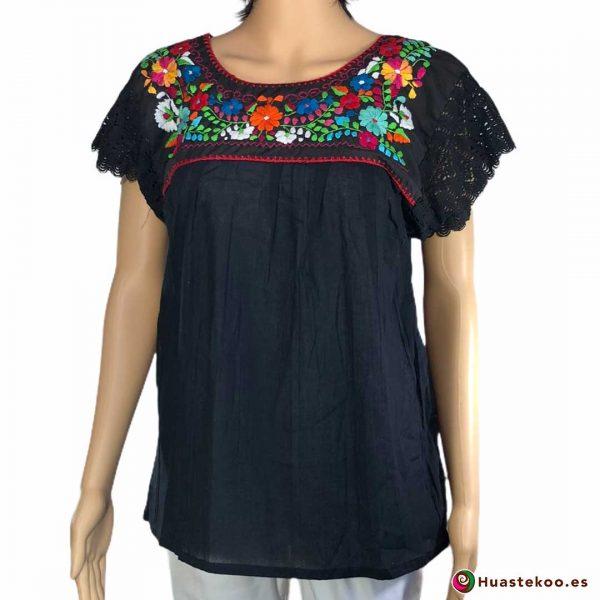 Blusa mexicana negra bordada a mano a la venta en la tienda online de regalos y ropa mexicana Huastekoo España